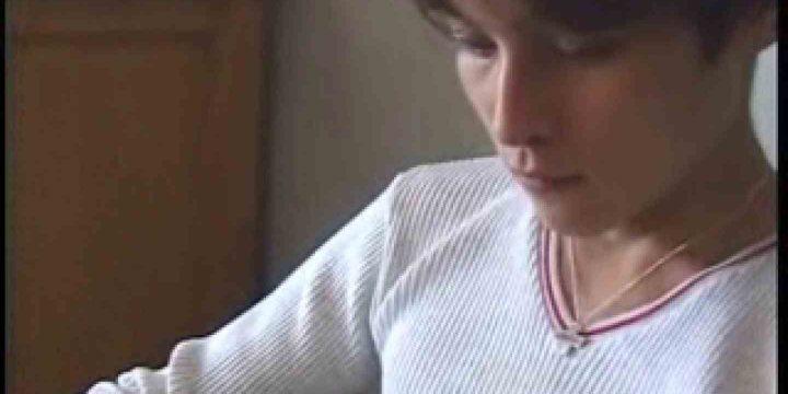 ビデオを見てオナニー中! ! ビデオの男優さんが現れた 顔射シーン   ゲイのオナニー映像  76枚